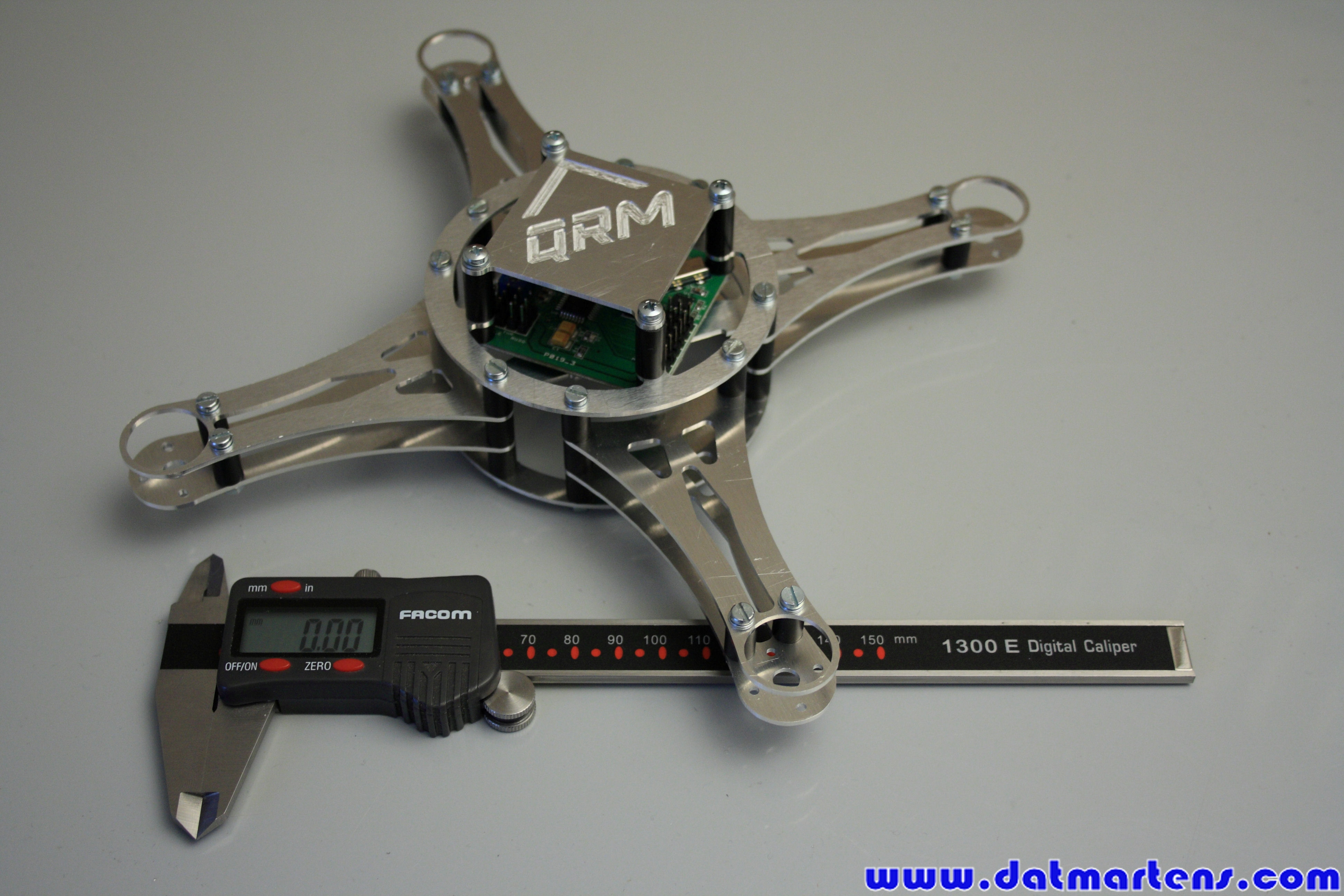 http://gallery.datmartens.com/thumb.php?src=cache%2Falbums%2FProjecten%2FQuadcopter%2FPrototype+2%2FDPP_0161.JPG&size=450&ratio=OAR&save=1