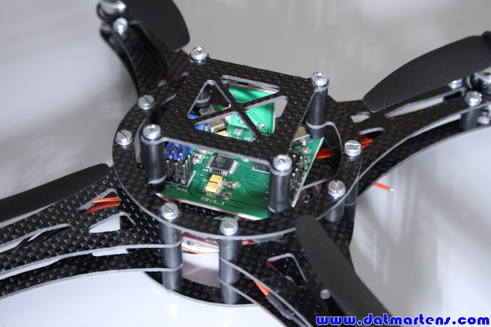 http://gallery.datmartens.com/thumb.php?src=cache%2Falbums%2FProjecten%2FQuadcopter%2FPrototype+2%2FDPP_0172.JPG&size=450&ratio=OAR&save=1